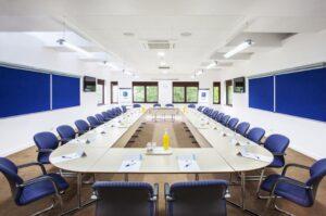 Setup phòng họp trực tuyến cao cấp cho văn phòng công ty